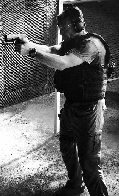 aiming-pistol